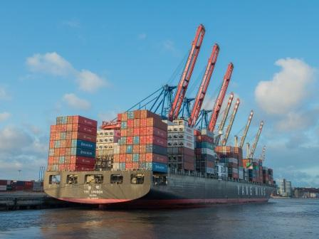 container-ship-596083